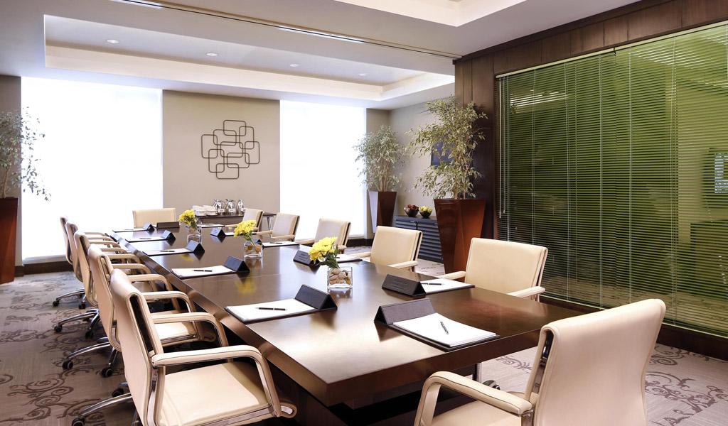 كيفية تجهيز غرف اجتماعات هاى ايند؟ | ألترا فيچين